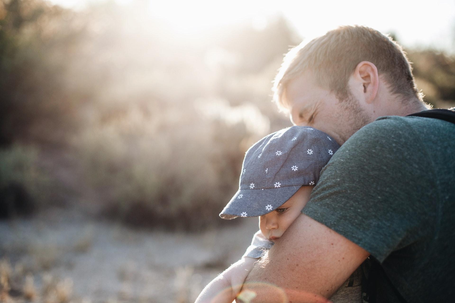 apa gyermekével